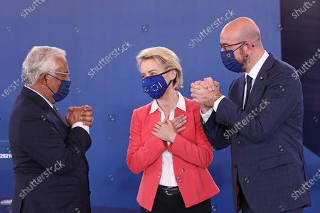 """(210509) - LISBON, May 9, 2021 (Xinhua) - President of the European Commission Ursula von der Leyen (C), Portuguese Prime Minister Antonio Costa (L) and European Council President Charles Michel is waiting for a press conference during the social summit of the European Union (EU) in Porto, Portugal, May 8, 2021.  President of the European Commission Ursula von der Leyen said on Saturday at the end of the social summit of the European Union (EU) held in the Portuguese city of Porto that leaders of the EU countries understand that there are """"more pressing issues"""" than patent waiver on vaccines against COVID-19.  Twenty-four of the 27 EU heads of state and government attended the two-day meeting to set the block's social agenda for the next decade. The summit was hosted by the Portuguese Presidency of the Council of the EU."""