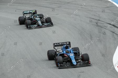 14 Fernando Alonso (spa), Alpine F1 A521, action 05 Sebastian Vettel (ger), Aston Martin F1 AMR21, action
