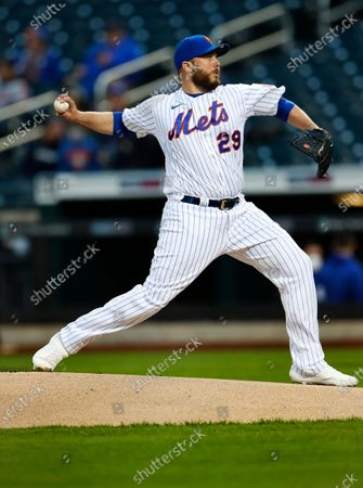 New York Mets relief pitcher Tommy Hunter (29) throws against the Arizona Diamondbacks in the first inning of a baseball game, in New York