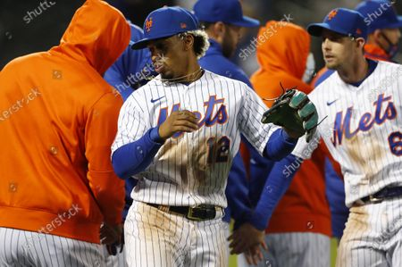 New York Mets shortstop Francisco Lindor (12) celebrates with teammates after defeating the Arizona Diamondbacks in a baseball game, in New York