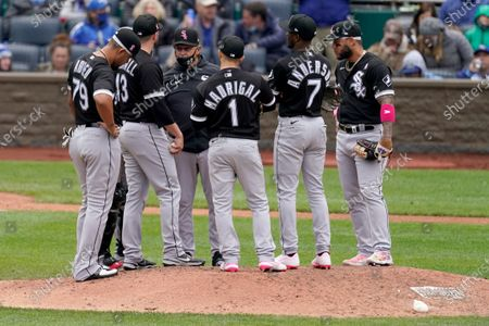 Chicago White Sox manager Tony La Russa (22) meets with his team as he makes a pitching change during the sixth inning of a baseball game against the Kansas City Royals, in Kansas City, Mo