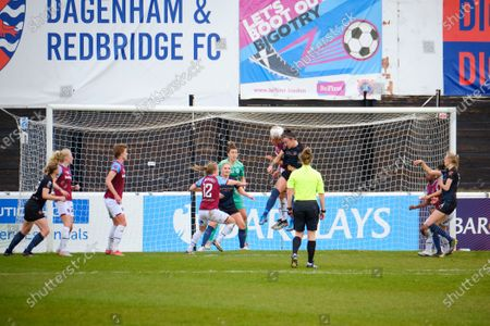 Lucy Bronze (20 Manchester City) header from a corner