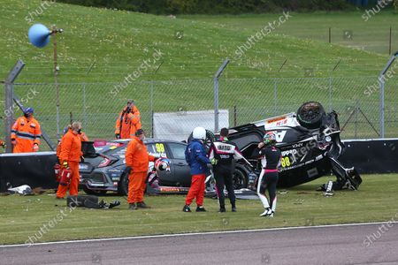THRUXTON, UNITED KINGDOM - MAY 09: Glynn Geddie (GBR) - Team HARD Cupra Leon, Andy Neate (GBR) - Motorbase Performance Ford Focus ST and Jade Edwards (GBR) - BTC Racing Honda Civic Type R are involved in an accident at the start of Race 2 during the Thruxton at Thruxton on May 09, 2021 in Thruxton, United Kingdom. (Photo by JEP / LAT Images)