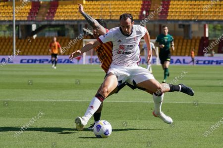 Diego Godin (Cagliari Calcio) Gianluca Lapadula (Benevento Calcio)