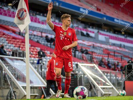 Joshua Kimmich #6 (FC Bayern München) at the corner