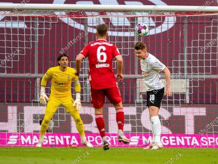 Joshua Kimmich (FC Bayern München, #06), Nico Elvedi (Borussia Mönchengladbach #30)