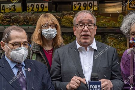 City Comptroller and mayoral candidate Scott Stringer speaks during a campaign stop on the Upper West Side in front of Fairway Market on 74 and Broadway in New York City.  Voters will go to the polls for the Primary on June 22.