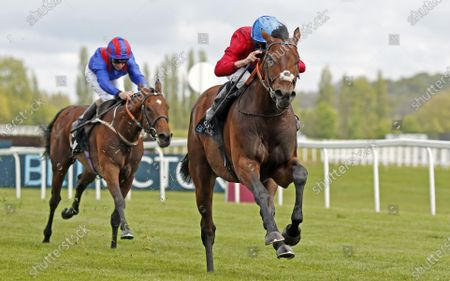 BAY BRIDGE (Ryan Moore) wins The BetVictor London Gold Cup