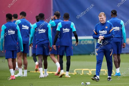 FC Barcelona's head coach Ronald Koeman (2 R) leads the team's training session at the club's sport complex in Sant Joan Despi, in Barcelona, northeastern Spain, 10 May 2021. The team prepares its upcoming LaLiga game against Levante on 11 May.