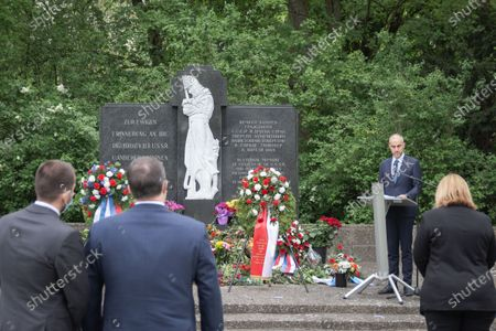 The Lord Mayor of Hanover, Belit Onay, speaks at the commemoration of the 76th anniversary of the liberation at the Memorial cemetery at the Maschsee in Hanover on May 10, 2021. The gathering took place on the occasion of the surrender the Nazi Germany on May 08, 1945. In silent remembrance the victims of the National Socialist dictatorship were commemorated and a strong sign was set against right-wing radicalism and racism.