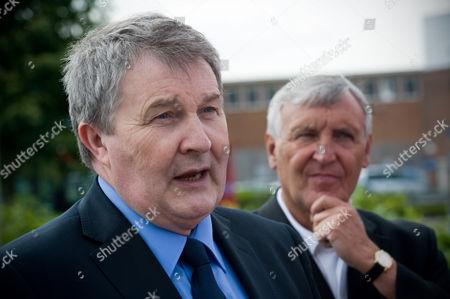 Unite's joint leaders Derek Simpson and Tony Woodley talk to striking BA cabin crew