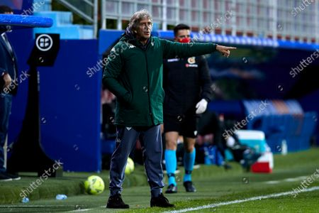 Manuel Pellegrini of Real Betis Balompie in action during the La Liga match between SD Eibar and Real Betis at Ipurua stadium on May 13, 2021 in Eibar, Spain.