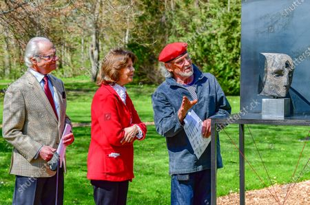 "Queen Silvia and King Carl Gustaf of Sweden inaugurate glass artist Bertil Vallien's exhibition ""Gatekeeper"" at Solliden Palace on Oland, Sweden, on May 11, 2021. Picture: Glass artist Bertil Vallien and Queen Silvia."