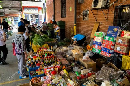 Several people make purchases in a Chinese market in Caracas, Venezuela, 09 May 2021 (Issued 11 May 2021). From 'Socialism with Chinese peculiarities' to 'Bolivarian Socialism'. The Venezuelan crisis does not give truce and his Government does not stop looking for alternatives that allow him to take a breath. Now, the two Nicolas Maduro (father-president- and son -deputy-) have once again set their eyes on the Asian giant to imitate its Special Economic Zones (SEZ).