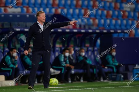 Ronald Koeman head coach of Barcelona gives instructions during the La Liga Santander match between Levante UD and FC Barcelona at Ciutat de Valencia Stadium on May 11, 2021 in Valencia, Spain. Sporting stadiums around Spain remain under strict restrictions due to the Coronavirus Pandemic as Government social distancing laws prohibit fans inside venues resulting in games being played behind closed doors.