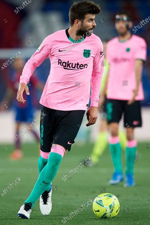 Gerard Pique of Barcelona in action during the La Liga Santander match between Levante UD and FC Barcelona at Ciutat de Valencia Stadium on May 11, 2021 in Valencia, Spain. Sporting stadiums around Spain remain under strict restrictions due to the Coronavirus Pandemic as Government social distancing laws prohibit fans inside venues resulting in games being played behind closed doors.