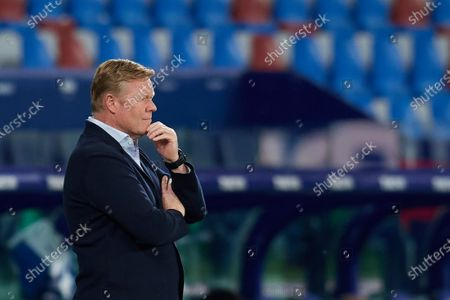 Ronald Koeman head coach of Barcelona  looks during the La Liga Santander match between Levante UD and FC Barcelona at Ciutat de Valencia Stadium on May 11, 2021 in Valencia, Spain. Sporting stadiums around Spain remain under strict restrictions due to the Coronavirus Pandemic as Government social distancing laws prohibit fans inside venues resulting in games being played behind closed doors.