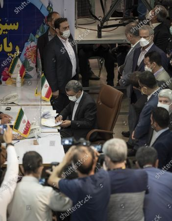 Former president Mahmoud Ahmadinejad (C) attends the Iranian Interior Ministry building to register as a candidate for June 18, presidential elections, in central Tehran on May 12, 2021.