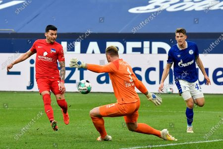 Berlin's Nemanja Radonjic, left, misses a scoring chance against Schalke's goalkeeper Ralf Faehrmann (1) during the German Bundesliga soccer match between Hertha BSC Berlin and FC Schalke 04 in Gelsenkirchen, Germany