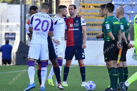 Diego Godin of Cagliari Calcio, Cristiano Biraghi of Fiorentina