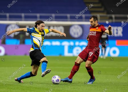 Matteo Darmian of FC Internazionale fights for the ball against Henrikh Mkhitaryan of AS Roma