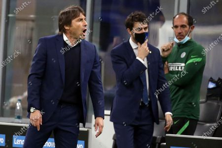 Inter Milan's coach Antonio Conte reacts to Lautaro Martinez during the Italian serie A soccer match between FC Inter and As Roma at Giuseppe Meazza stadium in Milan, Italy, 12 May 2021.