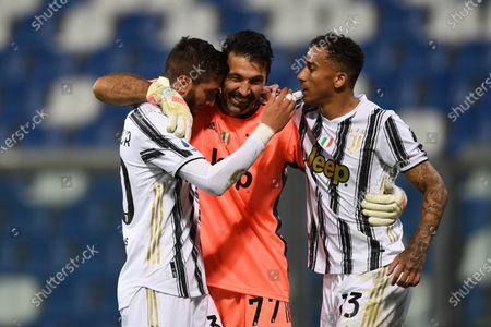 """Rodrigo Bentancur Colman (Juventus)Gianluigi Buffon (Juventus)Danilo Luiz da Silva (Juventus)               during the Italian """"Serie A"""" match between Sassuolo 1-3 Juventus at Mapei Stadium in Reggio Emilia, Italy."""