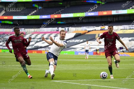 Harry Kane of Tottenham Hotspur with a shot on goal