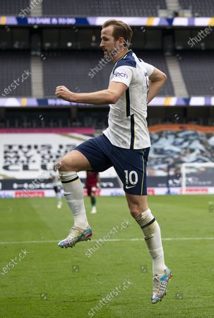 Harry Kane of Tottenham Hotspur celebrates after scoring a goal (1-0)