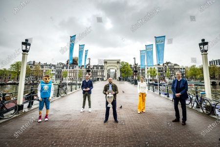 UEFA Euro 2020 director Gijs de Jong (2-L), alderman Simone Kukenheim (2-R), ambassador Wesley Sneijder (C) and John Cruyff ArenA director Henk Markerink (R) pose during the presentation of the Henri Delaunay trophy on the Magere Bridge in Amsterdam, The Netherlands, 14 May 2021. Amsterdam is one of the host cities of the UEFA EURO 2020, which was postponed one year due to Covid-19