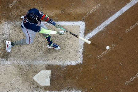 Atlanta Braves' Marcell Ozuna hits a single during the seventh inning of a baseball game against the Milwaukee Brewers, in Milwaukee