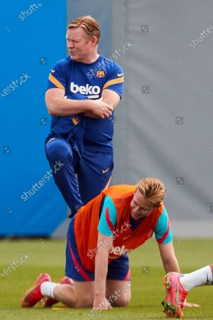 FC Barcelona's Dutch head coach, Ronald Koeman (up), and Dutch midfielder Frenkie de Jong (down) attend the team's training session held at Joan Gamper Sports City in Barcelona, Madrid, Spain, 15 May 2021. FC Barcelona will be playing against Celta de Vigo in a Spanish LaLiga soccer match on 16 May 2021.