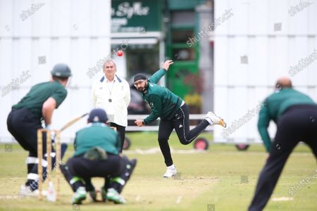 Stock Photo of Ex-England International cricketer Monty Panesar playing for Twickenham Cricket Club while he studies for an MA in Sports Journalism at St Mary's University College, Twickenham. Bowling