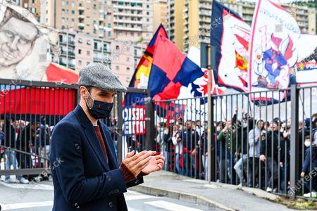 Genoa's Milan Badelj greets fans outside the stadium before the Italian Serie A soccer match Genoa CFC vs Atalanta BC at Luigi Ferraris stadium in Genoa, Italy, 15 May 2021.
