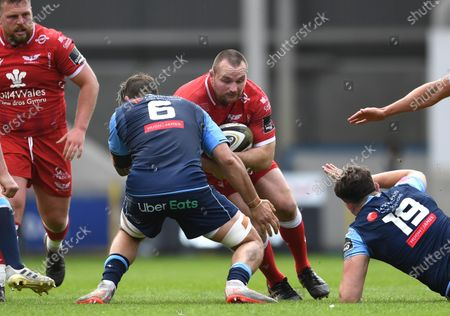 Ken Owens of Scarlets takes on Josh Turnbull of Cardiff Blues.