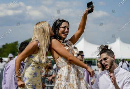, 2021, Baltimore, MD, USA: Fans dance and enjoy the performance of Major Lazer at Preakness Live in the infield on Preakness Stakes Day at Pimlico Race Course in Baltimore, Maryland. Scott Serio/Eclipse Sportswire/CSM