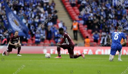 Jorginho (R) of Chelsea and Kelechi Iheanacho (C) and Jonny Evans of Leicester take the knee before the English FA Cup final between Chelsea FC and Leicester City at the Wembley Stadium in London, Britain, 15 May 2021.