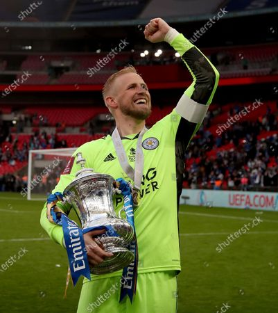 Kasper Schmeichel the Leicester City captain with the FA Cup