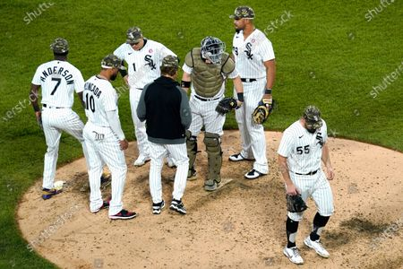 Chicago White Sox starting pitcher Carlos Rodon (55) walks to the dugout after turning the ball over to manager Tony La Russa during the sixth inning of a baseball game against the Kansas City Royals in Chicago