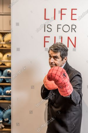 Former Canal+ journalist, Ariel Wizman, embarks on business. He obtained the exclusive franchise of the Chinese brand Miniso for France.
