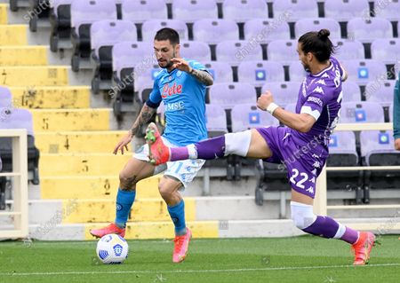 Napoli's midfielder Matteo Politano (L) vies for the ball with Fiorentina's defender Martin Caceres (R) during the Italian Serie A soccer match between ACF Fiorentina and SSC Napoli at the Artemio Franchi stadium in Florence, Italy, 16 May 2021.
