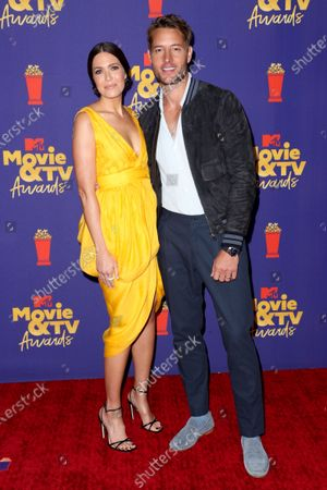 Stock Picture of Mandy Moore and Justin Hartley