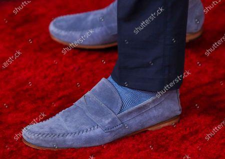 Justin Hartley, shoe detail