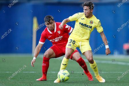 Yeremi Pino of Villarreal CF and Marcos Acuna of Sevilla FC