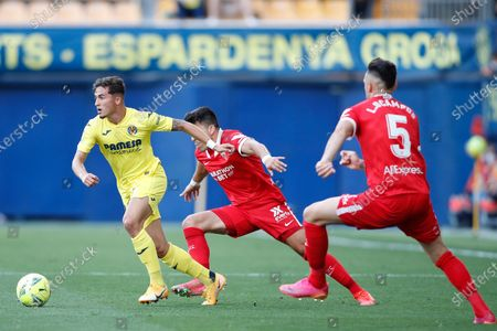 Yeremi Pino of Villarreal CF, Marcos Acuna and Lucas Ocampos of Sevilla FC