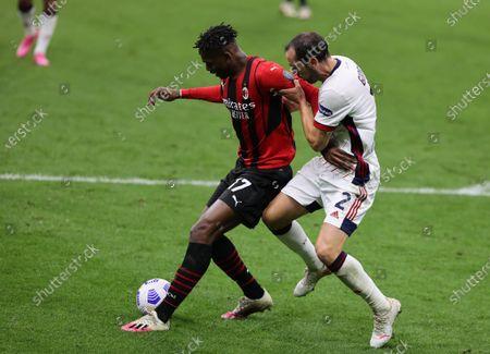 Rafael Leao of AC Milan fights for the ball against Diego Godin of Cagliari Calcio