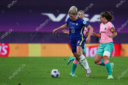 Millie Bright (4 Chelsea) and Alexia Putellas (11 Barcelona) battle for the ball (duel) during the UEFA Womens Champions League FINAL 2021between Chelsea FC and FC Barcelona at Gamla Ullevi in Gothenburg, Sweden.