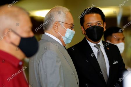 Malaysia's former Prime minister Najib Razak (C) wearing a mask arrives at Kuala Lumpur Court Complex, Malaysia, 17 May 2021. Najib Razak arrived at Kuala Lumpur High Court to face charges linked to the state-owned firm 1Malaysia Development Berhad (1MDB).