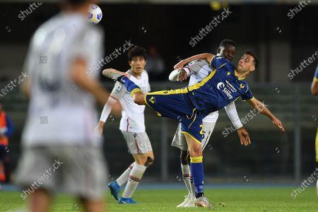 "Nikola Kalinic (Hellas Verona)Adama Soumaoro (Bologna)         during the Italian ""Serie A"" match between Hellas Verona 2-2 Bologna  at  Marc Antonio Bentegodi Stadium in Verona, Italy."