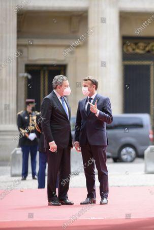French President Emmanuel Macron welcomes Eitalyy's Prime Minister Mario Draghi